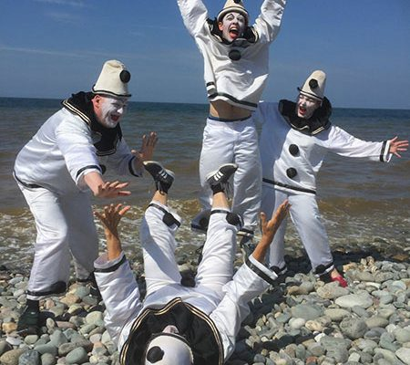Pierrot-rehearsing-on-the-beach