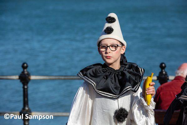 Pierrot-Weekend-copyright-PaulSampson-Jollies-artist-with-banana