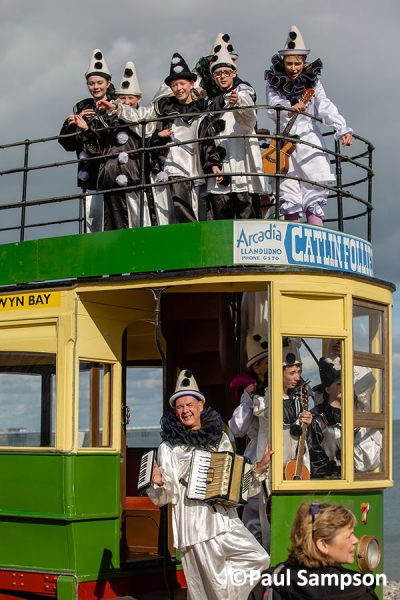 Pierrot-Weekend-copyright PaulSampson-Jollies-on-the-tram